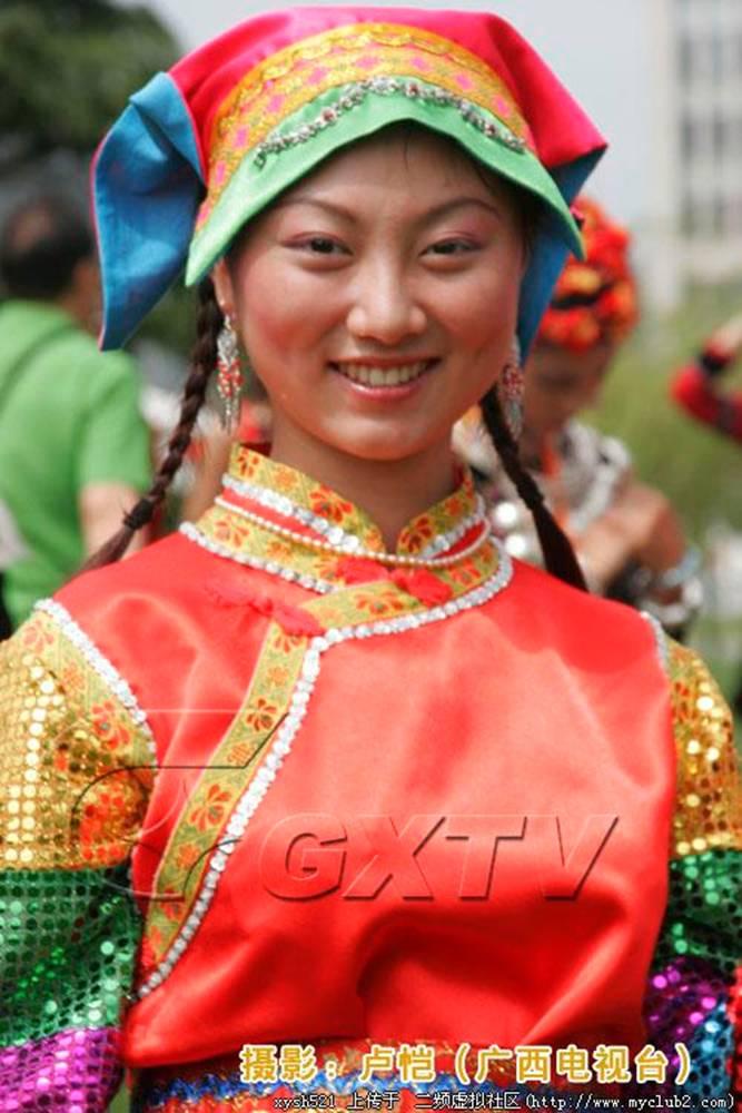 中国56个民族服饰(转载)